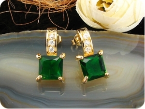 2 x 8mm Green Emeralds Princess Gold Earrings