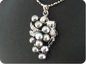 10x6mm Black Fresh Water Pearl Topaz Grapes Pendant