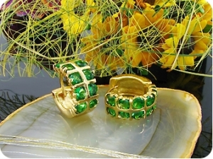 20 x 3mm Green Emeralds Gold Hoop Style Earrings