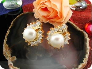 2x8mm White Fresh Water Pearl Round Cut Gold Earrings