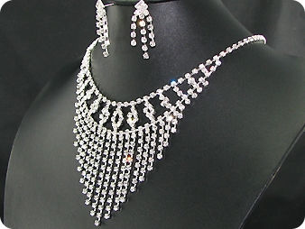 230 x 5-3mm White Simulated Diamonds Necklace Earrings Set