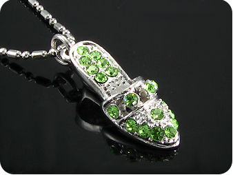 19 x 2mm Green Emeralds High Heel Style Pendant