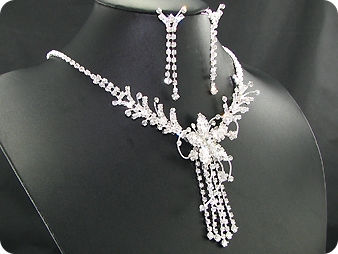 250 x 8-3mm White Simulated Diamonds Necklace Earrings Set