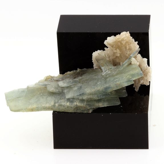 Baryte et Calcite. 336.2 cts.