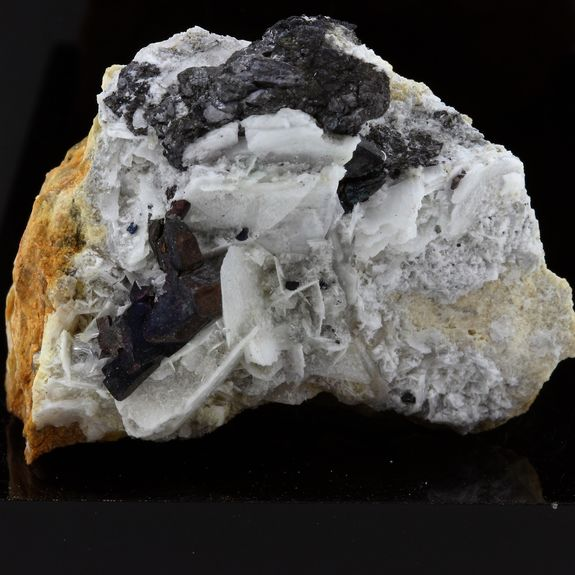 Bournonite, Baryte, Siderite, Quartz. 183.2 ct.
