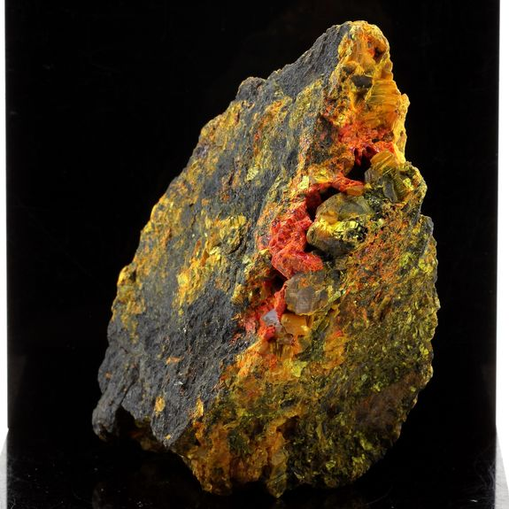 Realgar, Orpiment. 2185.0 ct.