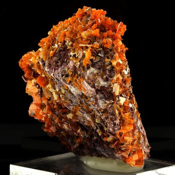 Wulfenite. 820.0 ct.