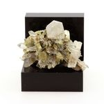 Quartz, Pyrite. 88.0 ct.