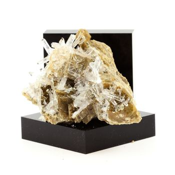 Siderite, Quartz, Pyrite. 332.7 ct.