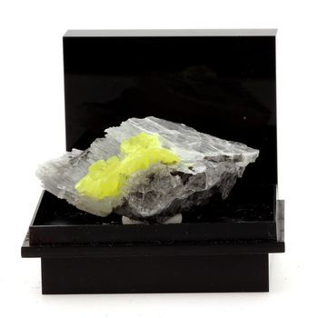 Soufre + Gypse. 155.7 ct.