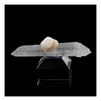 Calcite + Quartz. 113.0 ct.