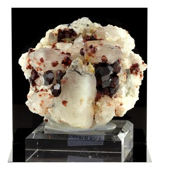Garnet, Orthoclase, Quartz. 2038.0 ct.