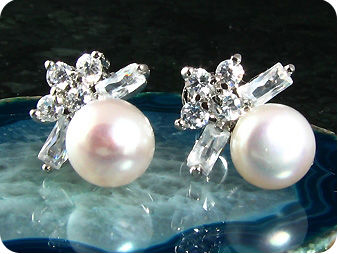 2x7mm White Fresh Water Pearl Round Cut Earrings