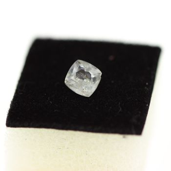 0.65CT. COLORLESS APATITE . VS