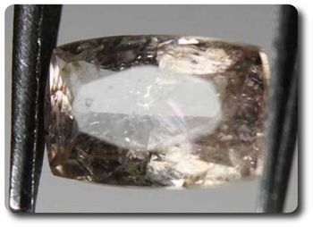 0.36 cts AXINITE-(Mg) COULEUR CHANGEANTE . VS