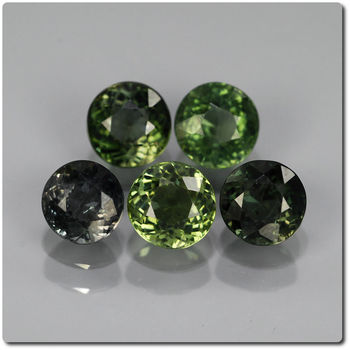 2.61 cts  LOT DE 5 TOURMALINE VERTE. VS1-SI1