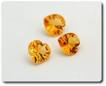 2.81 cts  LOT DE 3 CITRINE COGNAC . VVS-VS