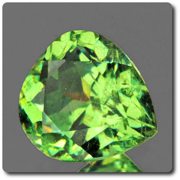 0.45 CT.  DEMANTOID GARNET. VVS