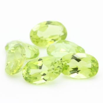 GREEN PERIDOT. oval . IF-VVS1 ( 1 piece )