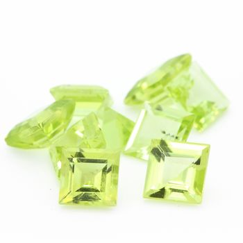 GREEN PERIDOT. Square   . IF-VVS1 ( 1 piece )
