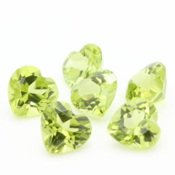 GREEN PERIDOT. Heart  . IF-VVS1 ( 1 piece )