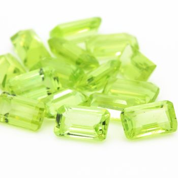 GREEN PERIDOT. Rectangle  . IF-VVS1 ( 1 piece )