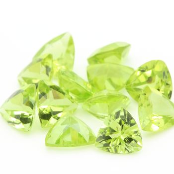 GREEN PERIDOT. Trillion. IF-VVS1 ( 1 piece )