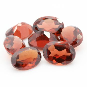 RED GARNET. Oval  . IF-VVS1 ( 1 piece )
