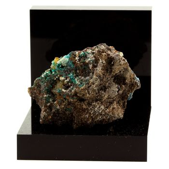 Dioptase + Wulfenite. 186.1 ct.