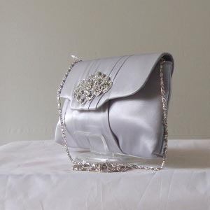 5 COLOURS : Evening bag in matt satin with a jewel buckle
