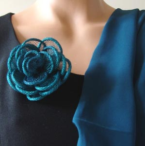 Lovely sinamay little brooch or tong for hair or foulards - duck blue out of stock