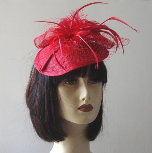 Fascinator with rubber band and comb