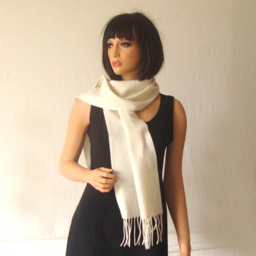 100 % cashmere ivory scarf