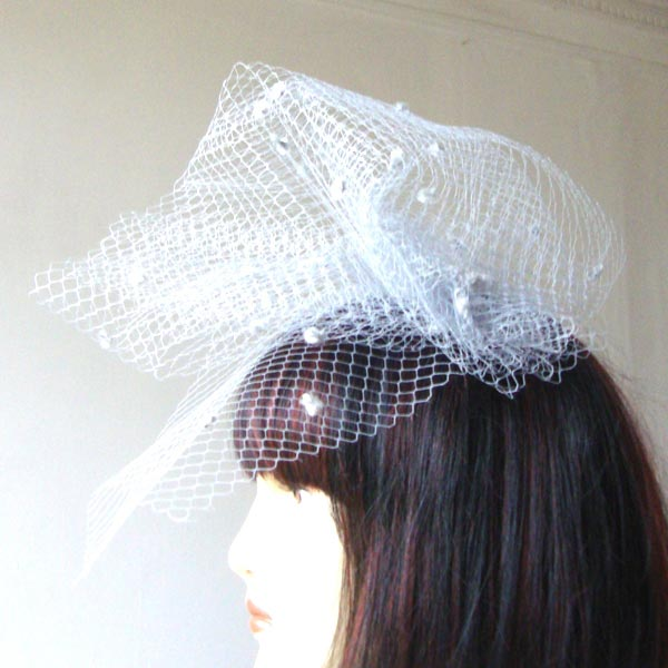 Speckled or unspeckled veil, around 46/21,5 cm. 20 COLOURS
