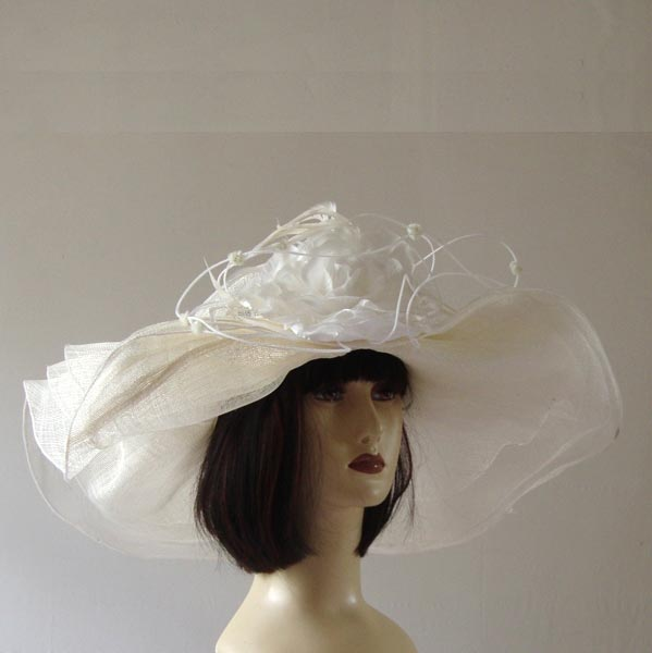 Broad-brimmed wedding hat with fine, transparent sisal and satin flower