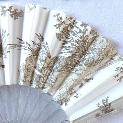 "Collector fan Olivia Oberlin - ""Toile de Jouy"" - ivory and beige - ""Dancing sheperdesses"""