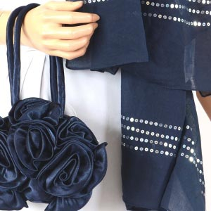 Duo wedding shawl and ball-shaped satin purse