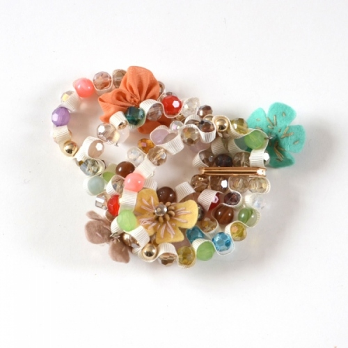 Costume jewelry bracelet with pearls, cloth and ribbons