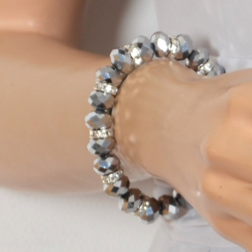 Big bracelet with facetted silvery pearls