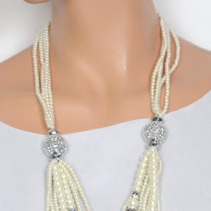 Necklace sautoir pearls