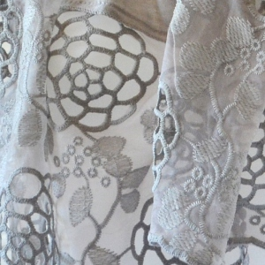 Grey foulard/shawl with guipures