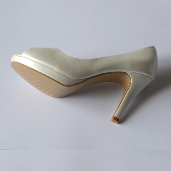 Ivory evening shoes - leather imitation