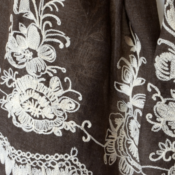 Long and large foulard - dark brown with off-white embroidery
