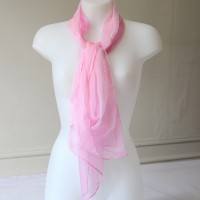 Grand foulard rose vif en mousseline 100 % soie