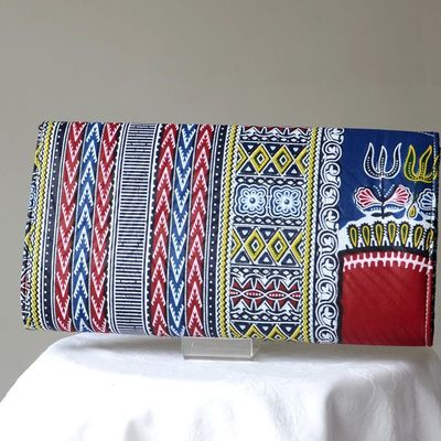 For everyday life or for evenings/weddings an african wax clutch