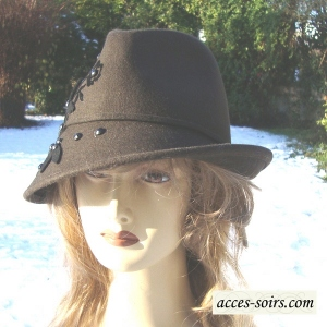 Felt trilby for women, black or chocolate