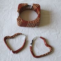 Matching bracelet and earrings - African wax with arrows and checkerboard pattern
