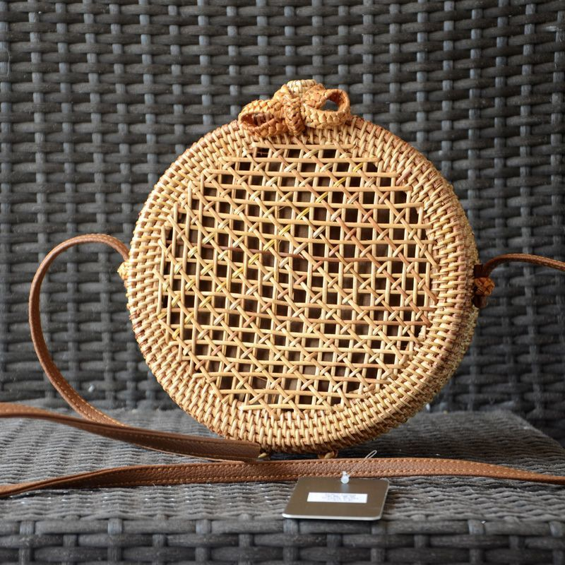 Tambourine-shaped bag - straw colour rattant caned on the front