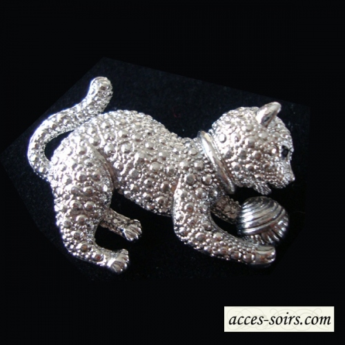 Brooch with a cat playing with a ball