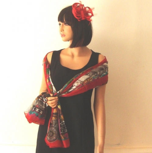 "Pure silk ""Nomade"" stole - main colour red"